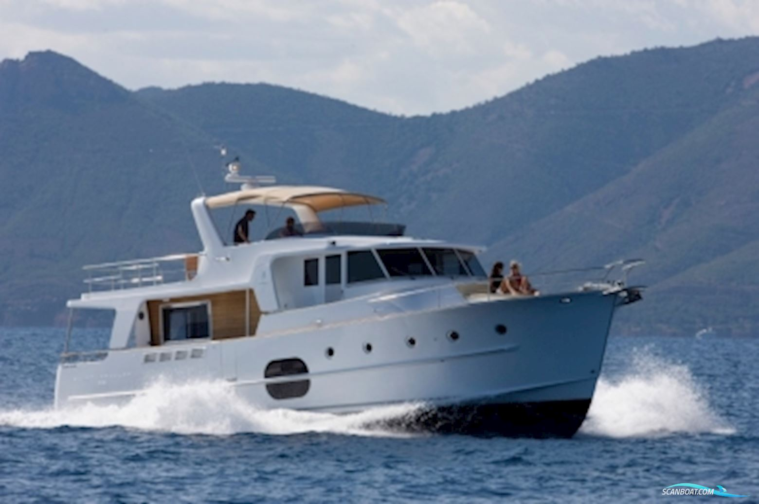 Яхта Beneteau Swift Trawler 52